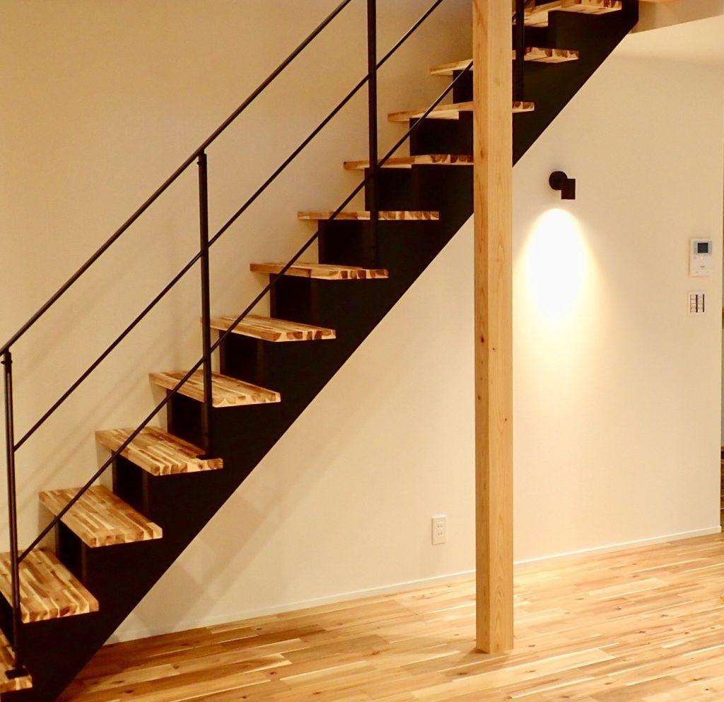 鉄骨階段(スリット階段)